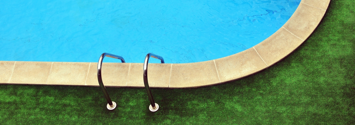 The Benefits of Installing Artificial Turf Around Your Swimming Pool